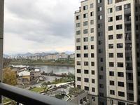 新上房源。太平洋旁边文峰鑫苑电梯中层可以改4房在本小区性价比最高,还可以看到江景