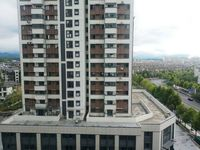 东方丽景高档小区单身公寓房东诚售,朝南有外阳台空间面积充足,纯毛坯随意装修53平