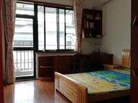 城东香山翠谷 黄金四楼精装两房 真正的拎包即住 房东急售 再送20平车库一个