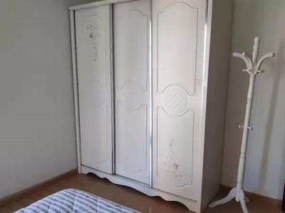纳尼亚二室二厅精装璜房屋含家具家电一起出售