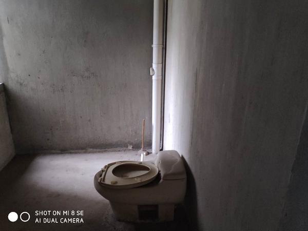 江南新城东区三室两厅毛坯房出租