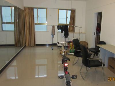 财富广场二室二厅中等装潢办公房出租