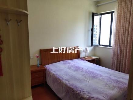 紫薇轩2000一个月.家具家电齐全的三房出租。付六压一,随时看房,可洗澡 做饭