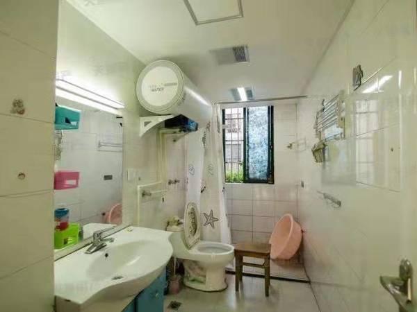 香山翠谷,两室两条厅,南北通透,满五唯一。。