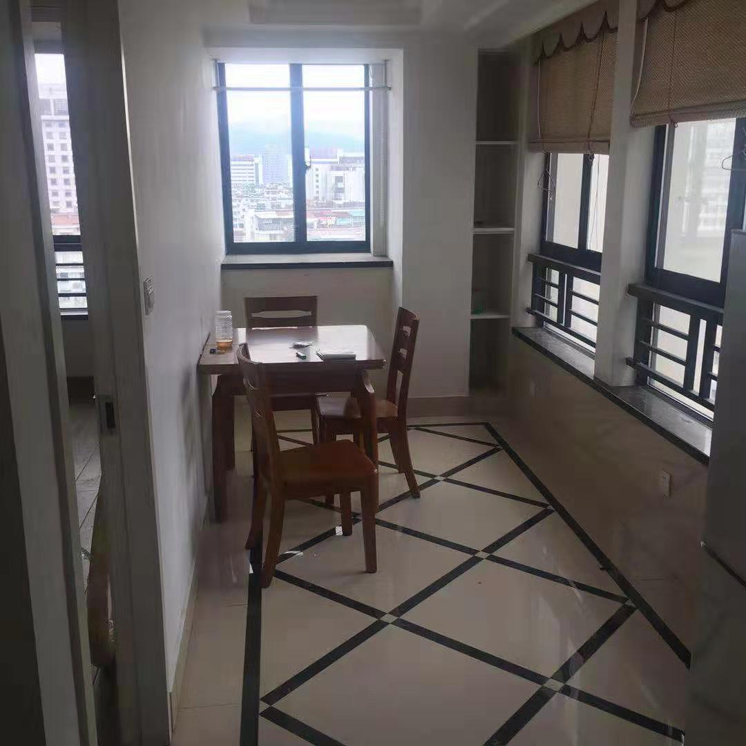 市中心 繁华地段 熙城国际 精装单身公寓 诚对外出租 拎包即住 租金1300每月