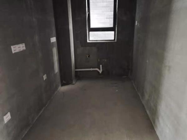 柏悦南山多层带电梯式花园洋房毛坯任意装修采光特好