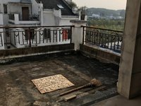 出售江南新城5室2厅2卫215平米150万住宅