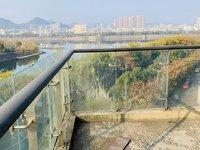江南新城香樟雅苑,电梯中间楼层,西边套,全线江景房,前后双阳台,有钥匙随时看房。