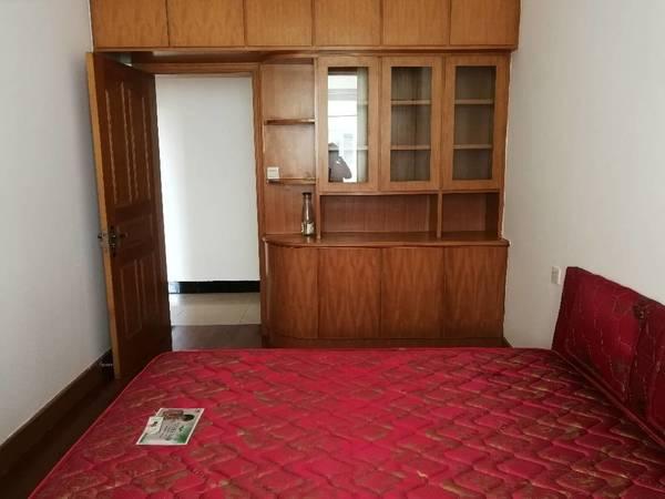 市政府附近,三室两厅,家电家具齐全,拎包入住