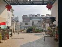 首付27万买阳光绿水大三室,拎包入住,使用面积巨大。