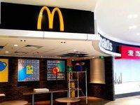 地下银街 麦当劳隔壁 利郎男装 两间即将打通 业主直售 免中介费