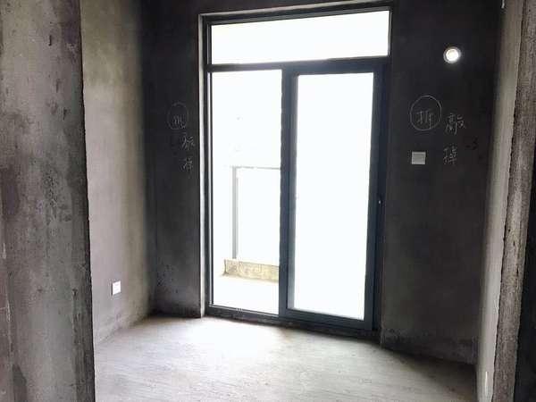 御泉湾二期 112平米 3房2厅2卫 小区最好位置 送大杂物间 报价128万