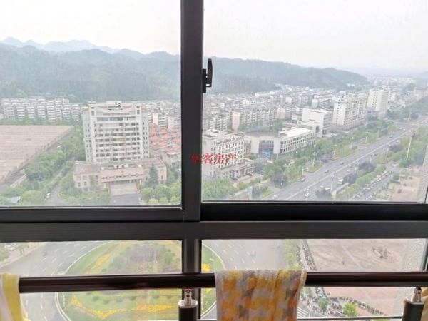 天一国际精装loft,电梯高层,采光无限,满五唯一税费超低,买到赚到