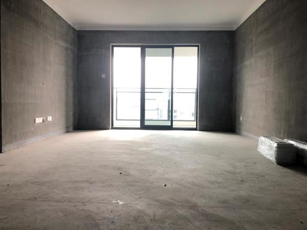 栢景雅居玉兰轩 133平米 4房2厅2卫 电梯黄金楼层 急售136万