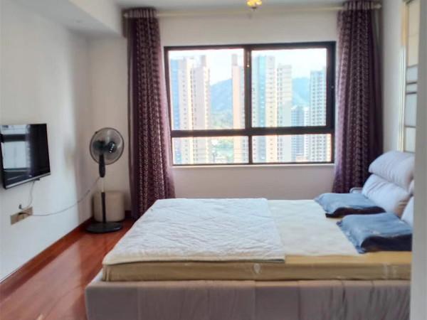 城东高档小区 绿地滨江壹号 豪华装修 电梯中高层 2 1户型 全天采光 满2年