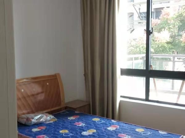 江南新城 南区 多层黄金三楼 六中旁边 三室 拎包入住 看房方便
