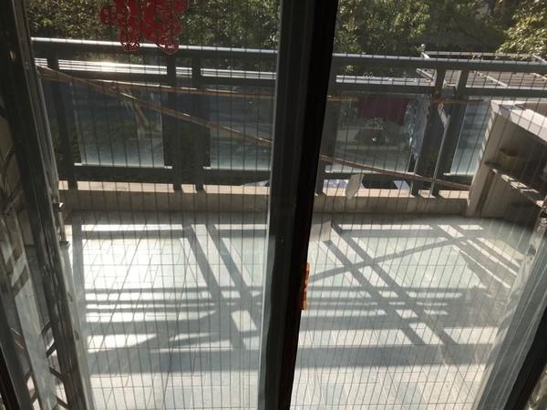 江南新城东区 精装多层黄金楼层 拎包入住 楼下还有柴间 有钥匙 随时看房