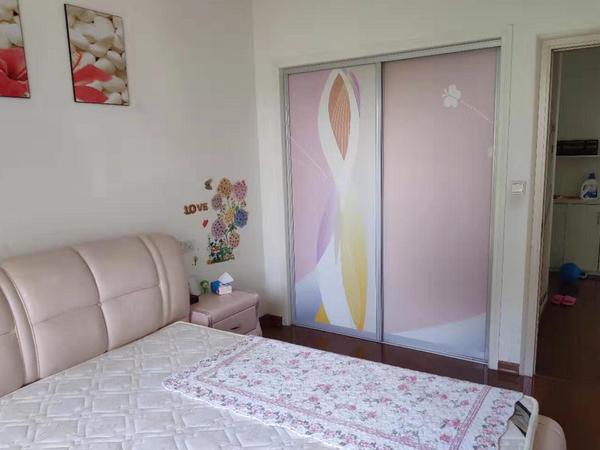 江南新城四室两厅两卫精装璜房屋带柴间一起出售