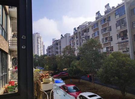 江南新城多层二楼四室两厅两卫中等装潢房屋出售