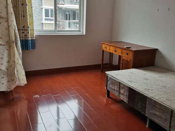 假日公寓好楼层,中等装修
