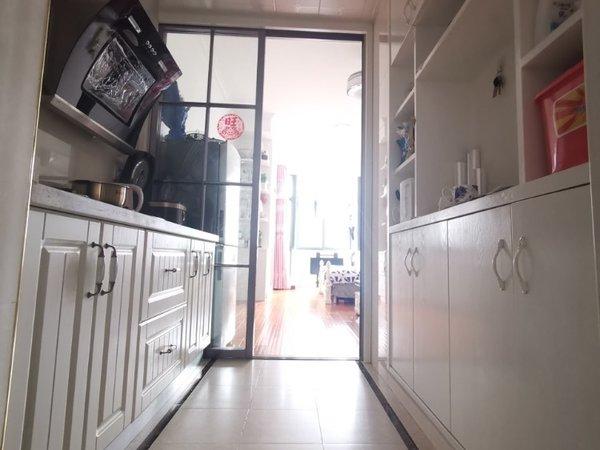 急售锦绣E居1室1厅1卫49平米49万住宅70年产权双学区房满两年。