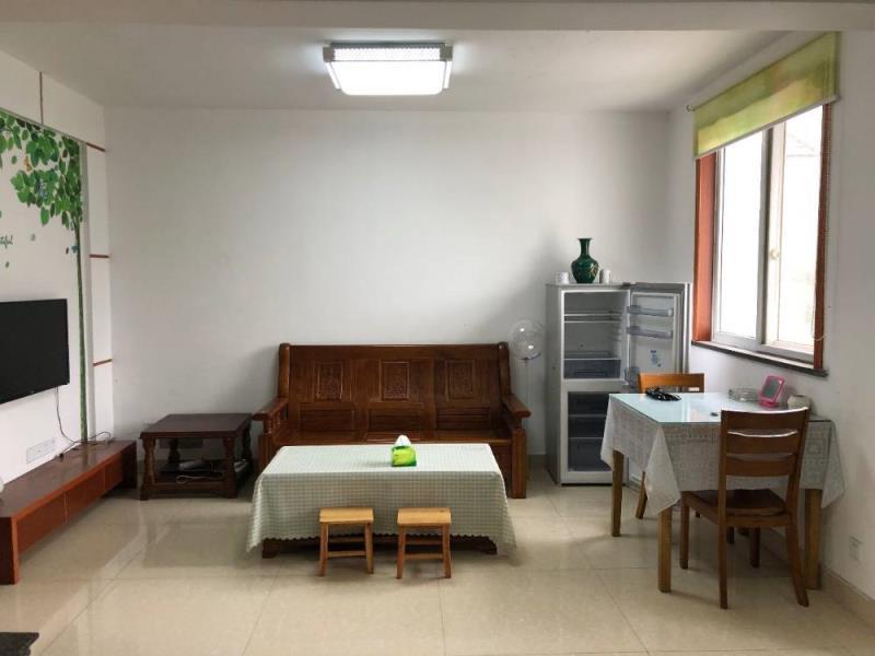 城东花园 两室两厅精装修家具齐全 拎包入住 采光充足