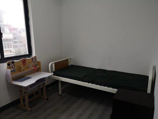 清沁园 三房精装修家具齐全 拎包入住 地段好 采光充足 看中可谈