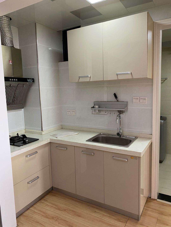 元一大观 一室两厅 一厨一卫电梯好楼层 采光无敌好 60平月租1500 随实看房