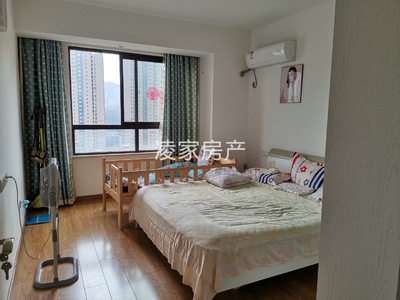 绿地滨江一号,全屋精装,家具家电一价全含,南北通透,满五唯一