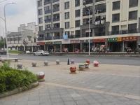 翠竹轩临街旺铺,交通便捷,繁华商圈。