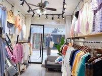 商贸城经营中服装店转让 店主家中有事 现低价急转