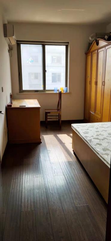 锦绣江南多层精装修好房 有四个空调 门口就是菜市场小学 拎包入住