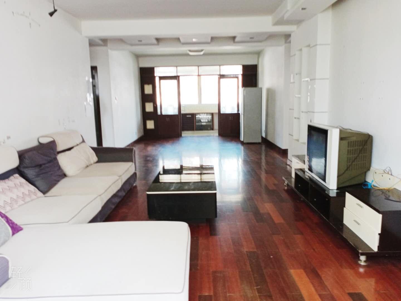 九小隔壁陪读房,多层黄金楼层精装3房,拎包入住。