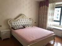 紫薇轩精装修3室2厅1卫2600元/月住宅,拎包入住,还有配套车位。