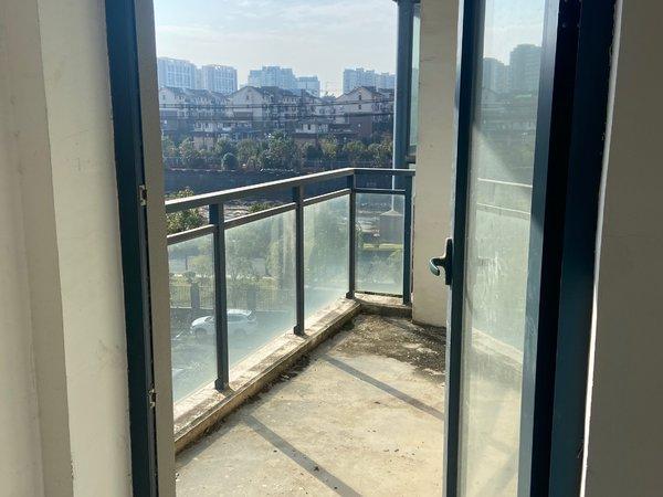 江南新城,黄金楼层,毛坯大三房,双阳台,超大空间,稀缺房源