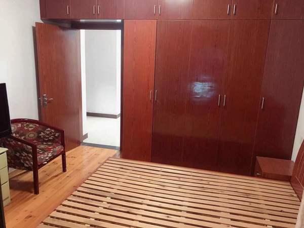 出租栢景雅居2室1厅1卫拎包入住,周边配套齐全,生活便利,月租金1350元