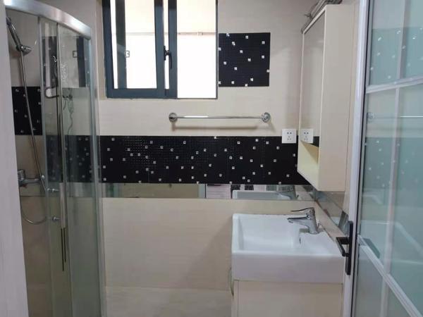 玉屏府 精装修一室两厅房屋出租 首次出租 适合居家