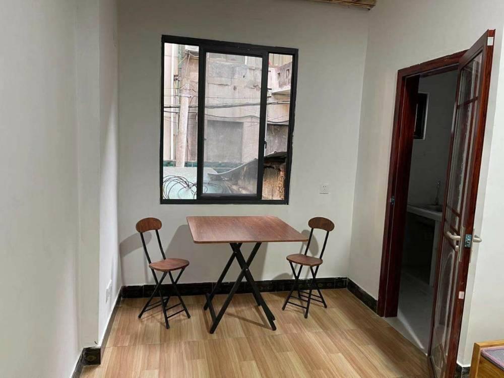 百大黄金地段苏宁电器斜对面住宅区新装修平层公寓房大间