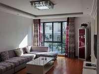 江南新城东区小区中心位置,好楼层南北通透双阳台,精装修家具家电全送 拎包入住