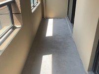 绿地95平毛坯大2房,电梯中上楼层,阳光明媚,高档小区,五中