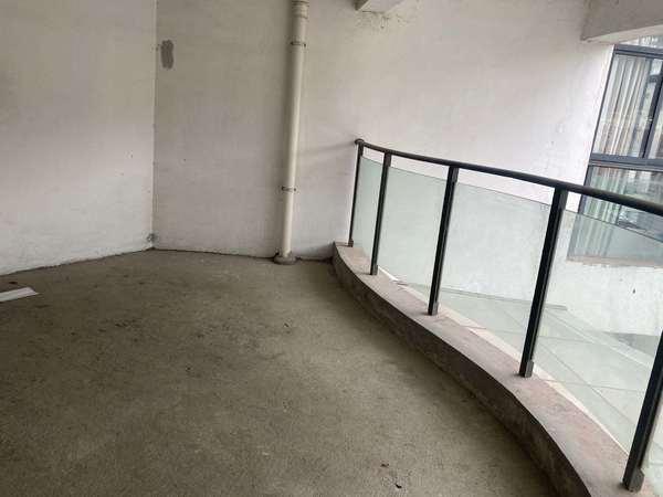 山田东园 142平米 3房2厅2卫 另送入户超大花园 纯毛坯 户型方正