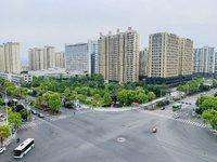 毗邻锦绣江南,小2居,95平米挂牌价91万,硬装全部完成,钥匙房源随时来看。