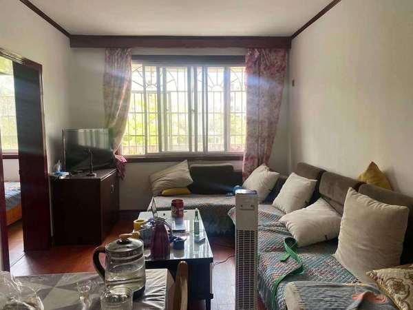 宇隆广场 市中心地段 多层好楼层 3房 提包入住 报价55万