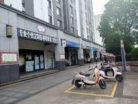 栢景雅居水街商铺诚心出售 金逸影城边上店铺在出租状态 买来即受益 门口有儿童乐园