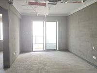 阳湖高品质小区栢悦南山电梯黄金楼层,89平米小三房,户型方正前后无遮挡,满2年。