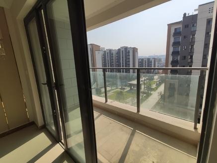 恒大滨江左岸,精装修小三房,电梯绝佳楼层,总价低,诚意还可以谈