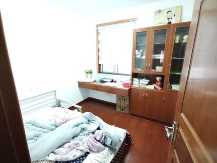 一万单价购百鸟亭六中学区大三房 户型方正 采光好 家具家电齐全 拎包入住 满两年