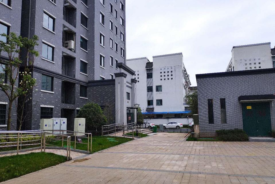 新首康医院对面嘉源幸福里中等装潢四室两厅一厨两卫房屋出租
