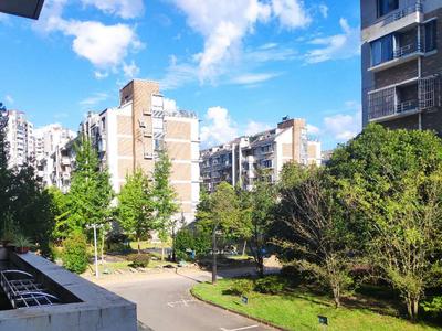 江南新城东区精装修大面积三室二厅二卫房屋出租