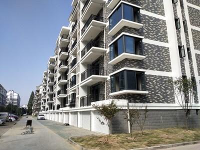锦绣江南二期新房,多层三房二厅二卫,全新精装修品牌家具家电打包,拎包入住